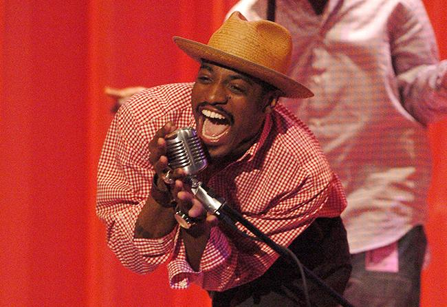 Andre+3000+performs+during+rehearsal+for+the+2004+BET+Awards+at+the+Kodak+Theatre+in+Los+Angeles%2C+California%2C+on+Monday%2C+June+28%2C+2004.