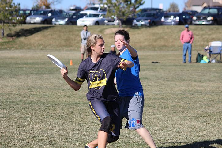 Senior+Katie+Mintle+lunges+to+pass+the+disc+past+a+Lakewood+High+School+defender.+In+the+semifinal+game+at+Broomfield+County+Commons+on+Sunday%2C+November+10th+the+Coyotes+lost+15-6.