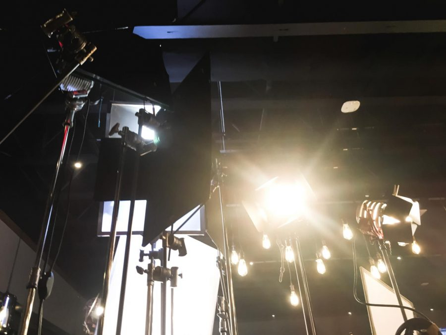 The light rigging on set at an ad for Chili's from 2019