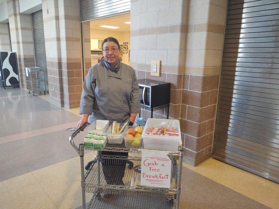 Emilia Kasinec, the kitchen satellite lead, serves breakfast to students on April 5.